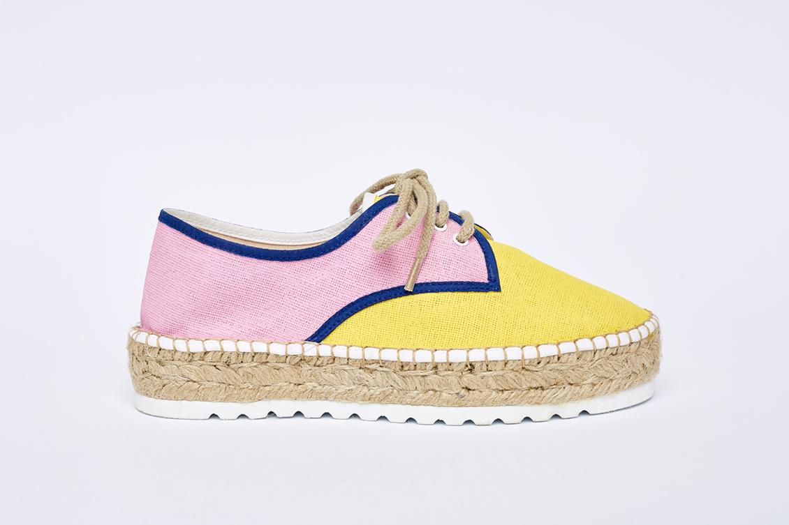 Zapato derecho en rosa y amarillo con cordones