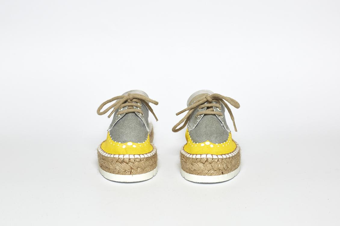Zapatos de plataforma en plata y amarillo